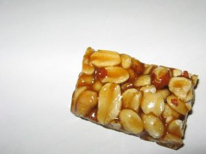 El pe de moleque es un dulce de Brasil.