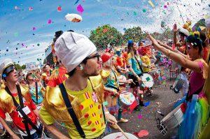 El colorido Carnaval de Sucessos en Bombinhas.
