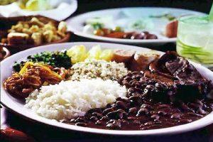 La feijoada es el plato naciona de Brasil.