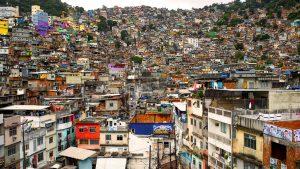 Favelas de Brasil en otoño.